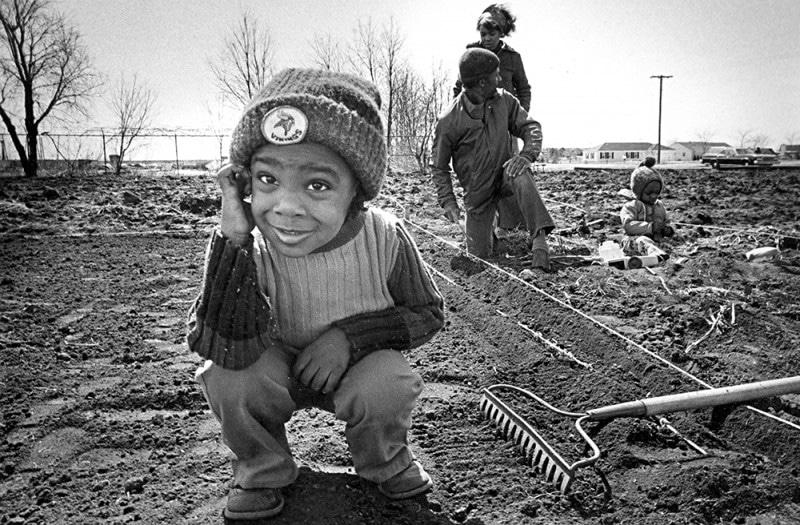 1977 Eddie Albert Garden planting